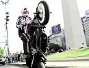 Chris Pfeiffer rockt Buenos Aires - Motorradstunts vom Feinsten.