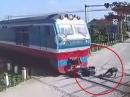 Horror Crash an der Bahnschranke, und dann kam der Zug ... Schutzengel