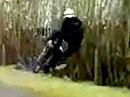Crash! Aufgemerkt: Wer über eine Straße springt sollte kucken wo er aufschlägt