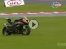 Crash beim Rennen Motorrad weigert sich aufzugeben - Rennpferd halt