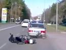 Auffahrunfall. Zu viel Rückspiegel - Crash aufs Polizeiauto