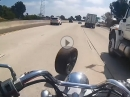 Crash - Ein Schwachkopf rollt einen Reifen auf die Bahn ...