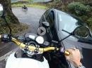 Crash in den Gegenverkehr. Auto vs Motorrad