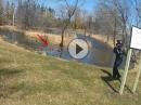 Crash in den Teich! Straße ausgegangen? Lust auf Bikewash?