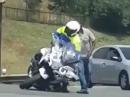 Crash Motorrad Polizei - zu klein für den Job, umgefallen