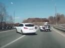 Kontrollverlust, Crash Polizei Motorrad und keiner hilft :-(