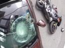 Crash / RoadRage: Linksabbieger, Landung Motorhaube, Frontscheibe eingetreten :-(