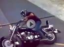 Crash / Umfaller: Rechts verkratzt, aufgehoben, links verkratzt
