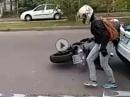 Crash / Umfaller: Sind die Beine etwas kurz, kommts hie und da zum Sturz