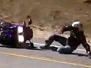 Crash wegen zu engagiertem Gasaufziehen - diesmal glaubt ne Honda drann ;-) Gleiche Kurve, gleicher Fehler: