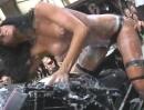 Cult-Werk V-Rod Bike Wash.Heisse Tittenshow, da platzt der Lack Megafrau