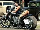 Custombikes vom Feinsten und Mädels die auf dicke Dinger stehen