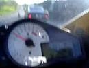Der Typ hat sich bei ca. 200 km/h garantiert einen braunen Streifen in die Kombi gedrückt!!! Mit Glück Crash verhindert.