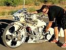 Dirty Money Custombike - vollgestopft mit Elektronic und fahren tuts auch noch