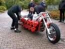 Dolmette - Kettensägen Massaker - Wahnsinn auf 2 Rädern mit 24 Motoren!