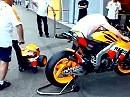 Dovisioso MotoGP Honda beim warmlaufen - auch nicht schlecht für den Noppenanzug