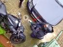 Dreiste Drecksäcke: Versuch Motorrad Diebstahl / Fenster vom Auto eingeschlagen