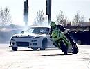 Megageil Drift Battle - Motorrad vs. Auto - geiles Kino der Quertreiberkunst
