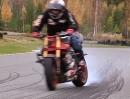 Drifting: Vollgas mit gewärmten Reifen gibt beim driften schwarze Streifen