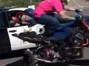 Droht der Cop Dir mit der Wumme, bist beim Wheelie Du der Dumme!