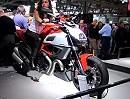 Ducati Diavel auf der Eicma 2010 - Carbon und Standard
