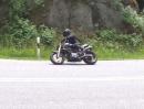 Ducati Monster mit Roads Italia Carbondämpfern