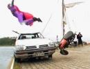 Dudesons Motorrad Crash Jump. Geile Flugphase mit anschließender Wasserung
