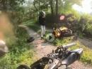 Duo Crash: Kurve ausgegangen ..., Beiden .., und ab in die Botanik