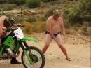 Durchgeknallte Crosser: Männererotik beim Start :-)
