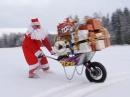 Durchgeknalltes Weihnachtsmann Spezial: Moto-Schubkarre zur Geschenkauslieferung