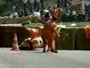 Eddie Lawson hat Differenzen mit den Streckenposten - Spa Francorchamps 1985