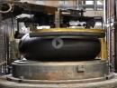 Ein Motorradreifen entsteht - Jens Kuck bei Pirelli