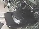 Eine Frau sieht rot! ... und zerstört Motorradladen. Werkstattrechnung zu teuer?
