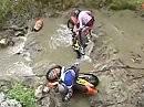 Enduro Flussdurchfahrt - da straucheln selbst die Harten ...