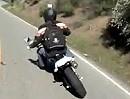 Engagiertes angasen / wheelisieren auf dem Mulholland Highway mit zwei Supermotos - diesmal ohne Sturz