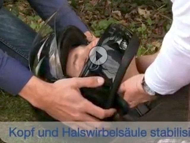 Erste Hilfe Motorradunfall: Motorradhelm abnehmen - aber wie? - www.erstehilfe.rv24.de