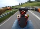 Extrem entsichert! KTM SX auf der Straße am wüten / driften - Könner am Lenker