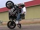Facebox = wenn das Motorrad dir beim Wheelie auf das Maul haut :-)