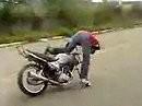 Wheelie Crash: Ohne Vorderrad ist die Bremswirkung etwas apprupt und schmerzhaft