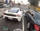 Ferrari 430 von Honda Hornet gerichtet und der Junge freut sich den Arsch ab