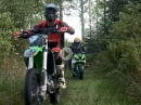 Finnische Brennraumparty: Crosser vs Superbike am eskalieren
