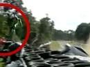 Flug über die Streckenbegrenzung - Unglaublicher Crash von Chris Martin bei der BSB in Brands Hatch