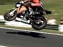 "Geile Flugstunde: Josh Brooks auf seiner HM Plant Honda im Anflug auf ""The Mountain"" Cadwell Park 2010 - großes Kino"