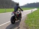 FlyBy: Yamaha YZF R1 RN12 vs. KTM 1290 SuperDuke R | Soundcheck [RAW]