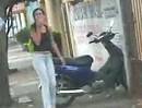 Frauchen Motorroller Crash - Wo gehts hier zur Küche?