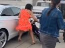 Frauchen vs. Pitbike, Crash ins Auto, Stimmung im Eimer
