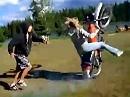 Frauen und Motorrad: Anlassen, losfahren DANN Gas - Fahrlehrer versagt!