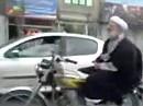 Freihändig Motorrad fahren / meditieren - alles eine Frage des Standgases.