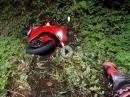 Fuck! Ducati V4 Lowsider = Crash in die Botanik