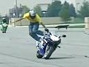 Funny-Crash - Pah - dann fahr ich halt allein weiter. Motorrad mit Eigenleben.